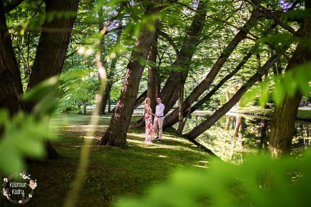 sesja narzeczenska w parku oliwskim