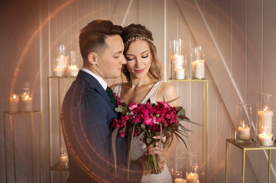 Sesja ślubna stylizowana| Hotel Ren | butelkowa zieleń, fuksja i złoto